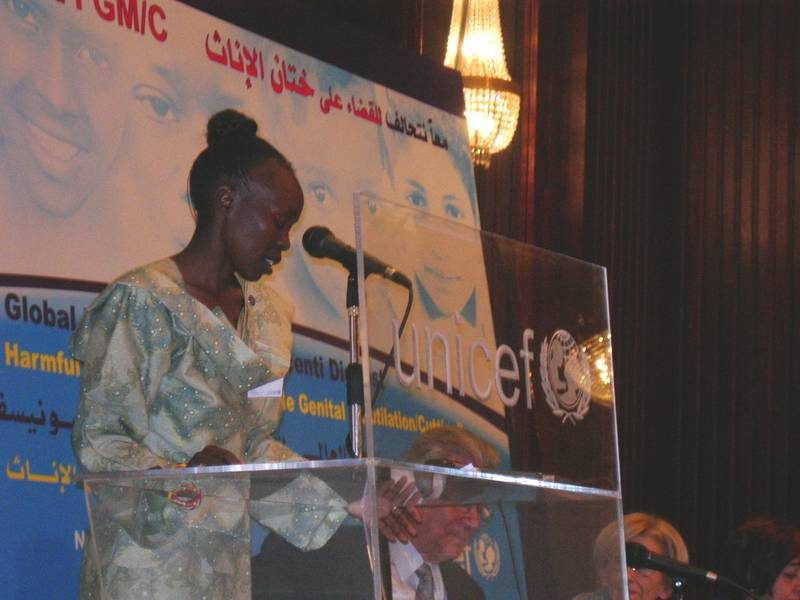 ©UNICEF IRC/2005 - Testimonial Tegla Laroupe addressing her speech at the launch of Innocenti Digest against FGM/C in Cairo on 24 November UNICEF IRC/2005